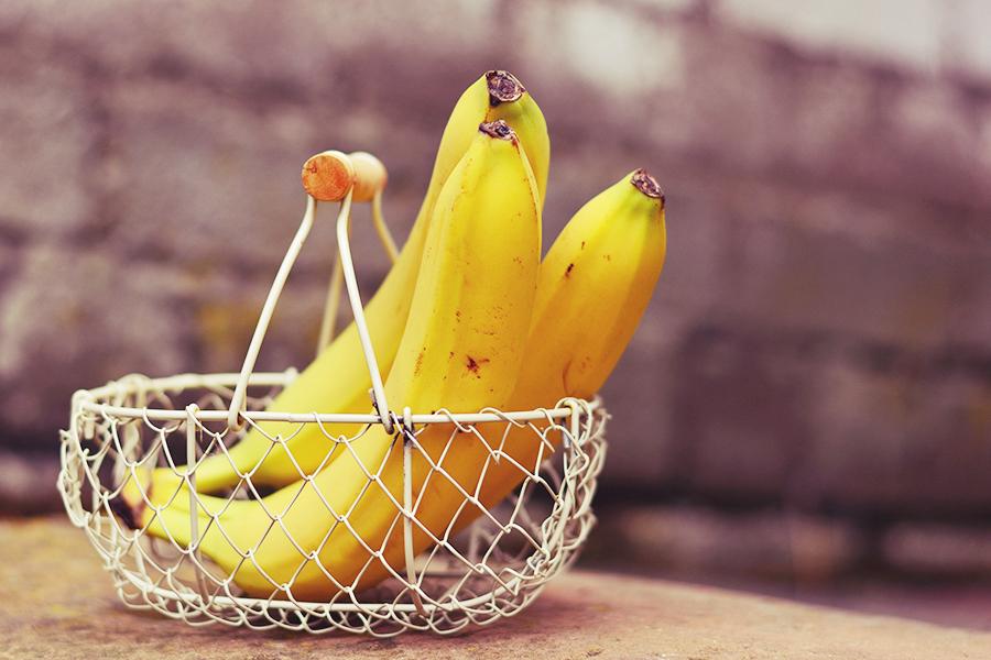 bananen im korb für schoko banane käsetorte